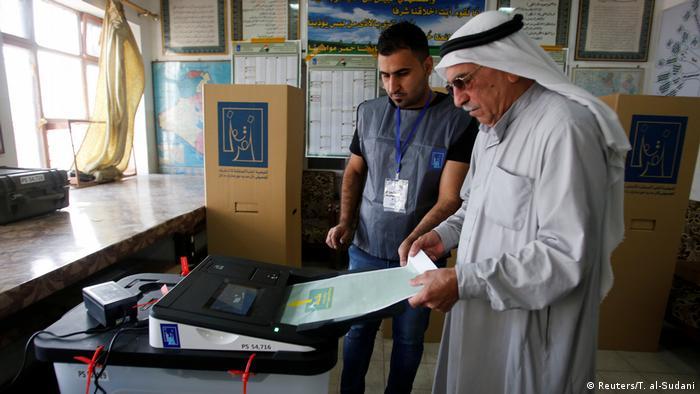 Irak Wahl   Stimmabgabe in Bagdad (Reuters/T. al-Sudani)