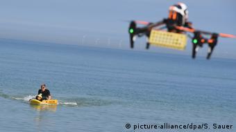 На Балтике испытывают применение дрона - спасателя