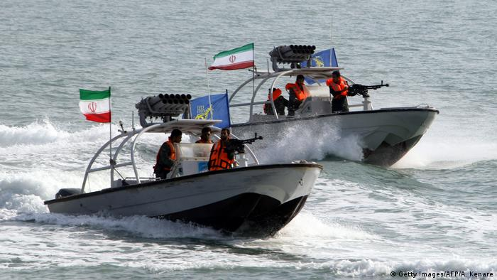 Persischer Golf iranische Speedboote (Getty Images/AFP/A. Kenare)