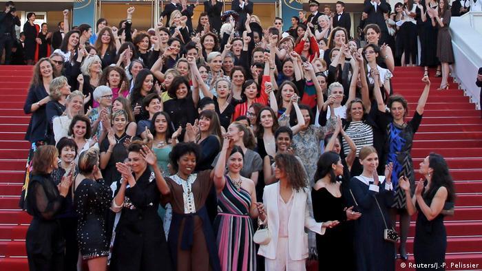 Mayıs ayındaki Cannes Film Festivalinde kadın sinemacılar #MeToo hareketine destek için bir araya geldi.