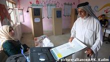 A man votes in the Iraqui parliamentary elections of 2108 (picture-alliance/AP/K. Kadim)