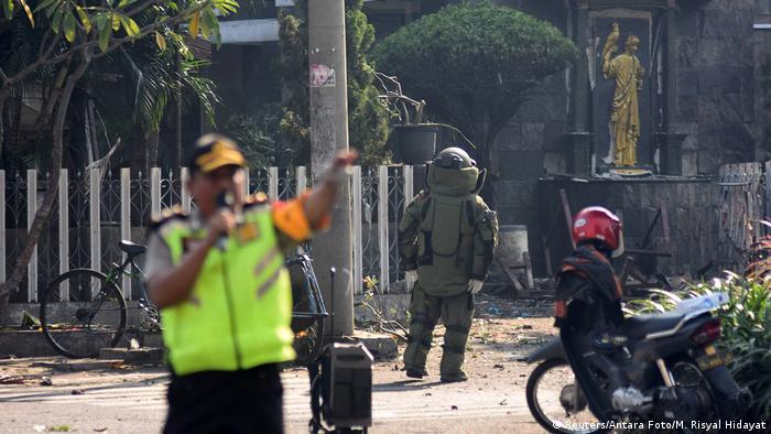 Anschlagsserie auf Kirchen in Indonesien (Reuters/Antara Foto/M. Risyal Hidayat)