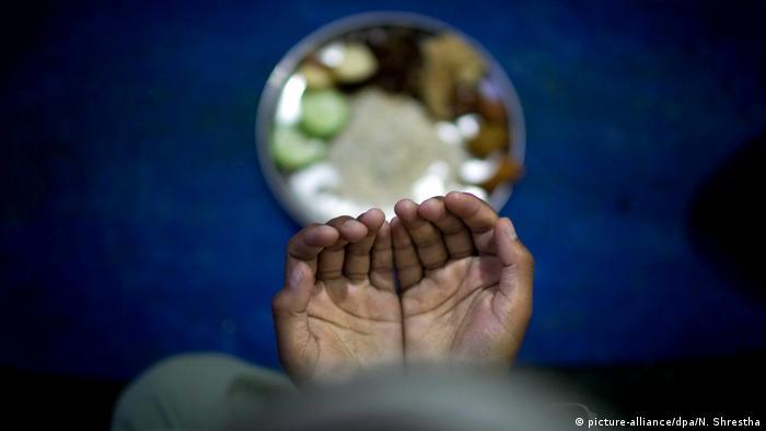 Ramadan an islamischer Jungenschule in Kathmandu