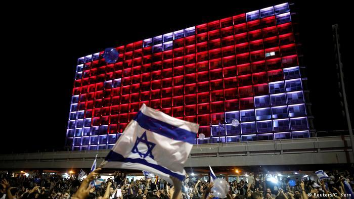 Тель-авивские зрители отмечают победу израильской певицы Нетты на Евровидении-2018