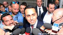 Italy, Milan - May 13, 2018 5-Star Movement (M5S) leader Luigi Di Maio after a meeting with Northern League leader Matteo Salvini to form a new government | Keine Weitergabe an Wiederverkäufer.