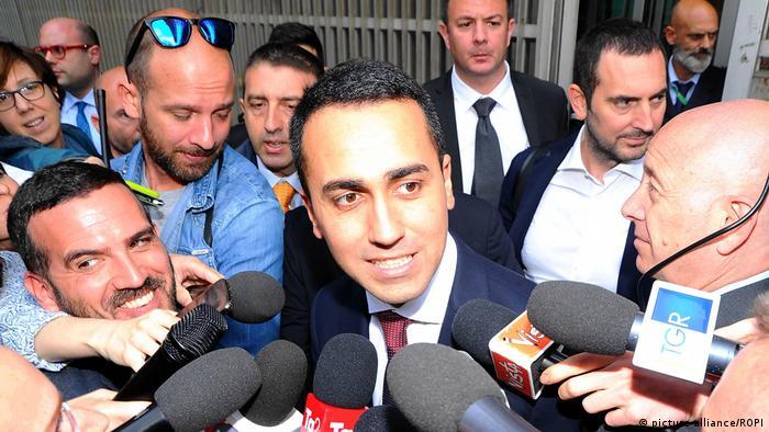 Italien, Mailand Regierungsbildung Luigi Di Maio (M5S) nach Treffen mit Matteo Salvini (picture alliance/ROPI)