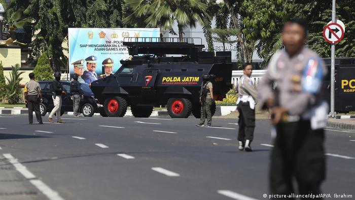 Anschlag auf Polizeihauptquartier in Indonesien (picture-alliance/dpa/AP/A. Ibrahim)