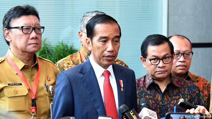 Indonesien Präsident Joko Widodo am Ort des Bombenanschlags in Surabaya (Biro Pers Setpres)