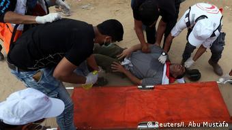 Verletzter Demonstrant bei Protesten im Gazastreifen (Reuters/I. Abu Mustafa)