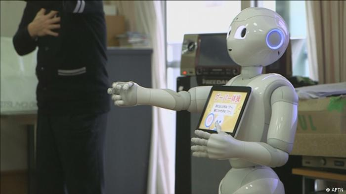 DW Shift Roboter als Pfleger in Japan (APTN)