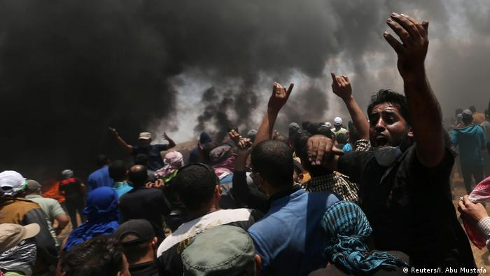 Protesters in Gaza at the border with Israel (Reuters/I. Abu Mustafa)