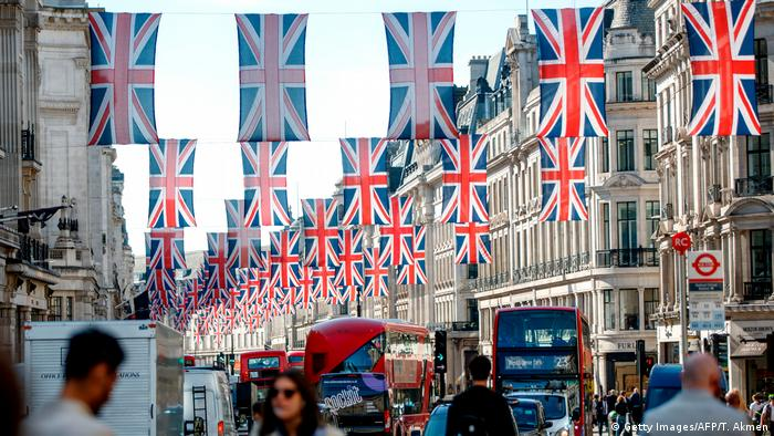 Union Jacks in central London (Getty Images/AFP/T. Akmen)