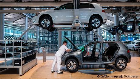 Deutschland Volkswagen E-Golf Produktion in Dresden (Getty Images/J. Schlueter)