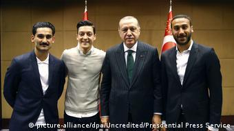 Фото игроков сборной ФРГ Озила и Гюндогана с президентом Турции Эрдоганом