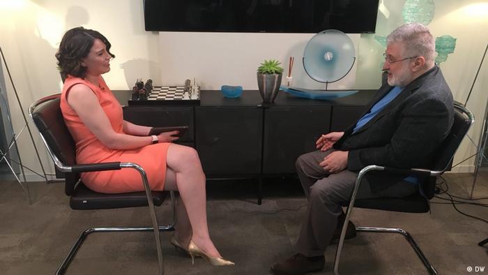 Игорь Коломойский во время интервью с Жанной Немцовой