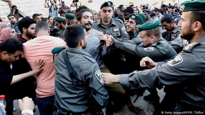 ABD'nin Kudüs Büyükelçiliği'nin açılışı öncesinde bina önünde protesto eylemleri düzenlendi