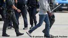 Polizeieinsatz im Flüchtlingsheim Migration Abschiebung