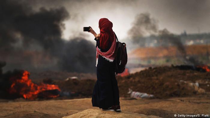 Israel Protesten in Gaza   palästinensiche Frau dokumentiert die Lage