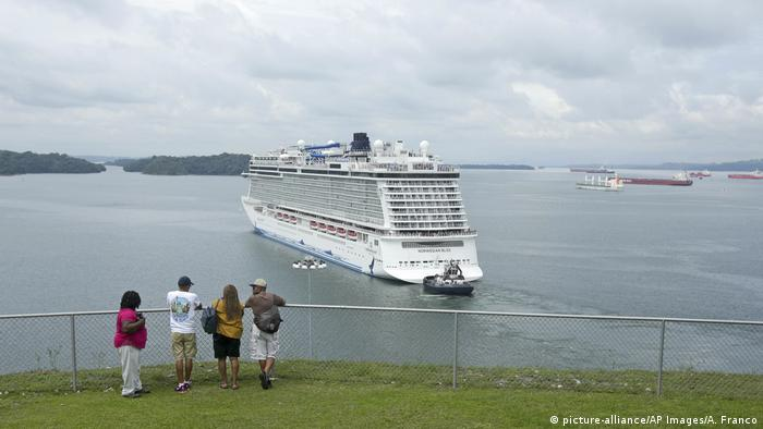May 2018: the giant Norwegian Bliss transits the Panama Canal