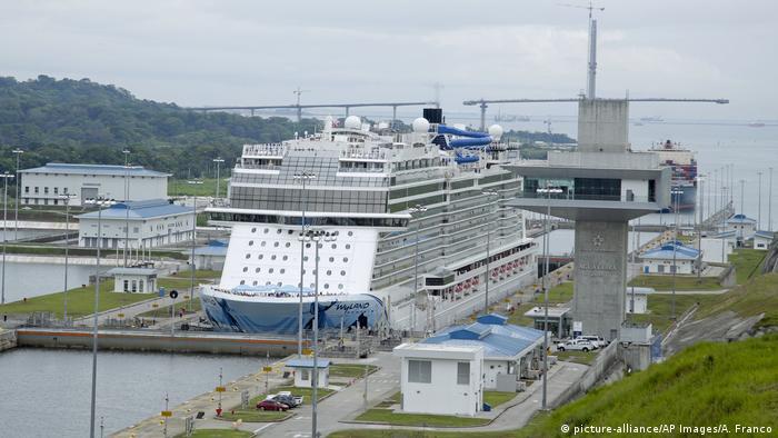 Quasi das Wahrzeichen des kleinen mittelamerikanischen Landes: der Panamakanal (Foto: picture-alliance/AP Images/A. Franco)