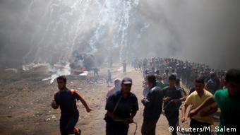 Gazze'de ABD'nin Tel Aviv'deki büyükelçiliğini Kudüs'e taşımasını protesto eden Filistinlilere İsrail askerlerince yapılan müdahalede en az 60 kişi hayatını kaybetti.