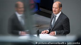 Εξακολουθεί να κρατάει κλειστά τα χαρτιά του ο Όλαφ Σολτς