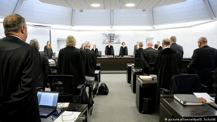 Trial against Heckler & Koch (picture-alliance/dpa/S. Schuldt)