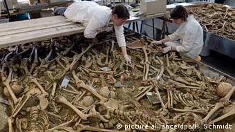 Алхеолози работят в масов гроб от времето на Трийсетгодишната война