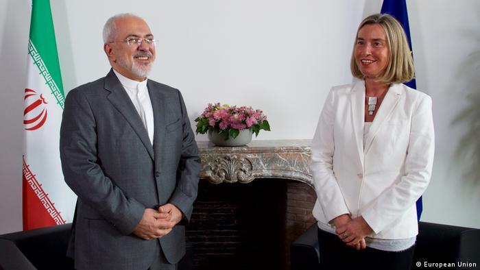 Der iranische Außenminister Sarif und die EU-Außenbeauftragte Mogherini bei einem Treffen im Mai 2018 in Brüssel (Foto: European Union)