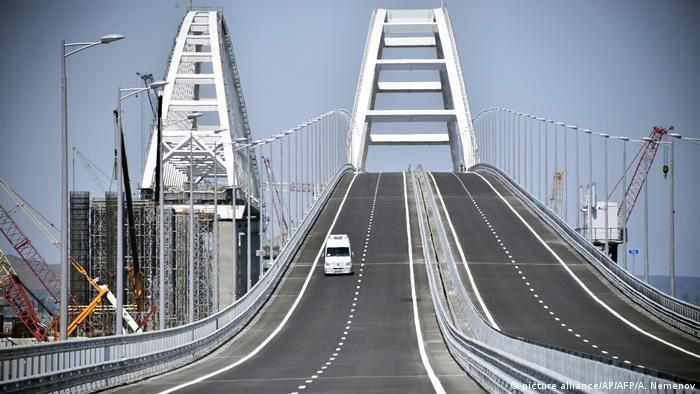 Eröffnung der neuen Brücke auf der Halbinsel Krim