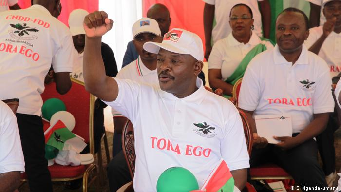 President Pierre Nkurunziza with supporters campaigning for a Yes