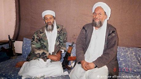 Eiman al-Sawahiri und Osama bin Laden (picture-alliance/dpa/Ausaf)