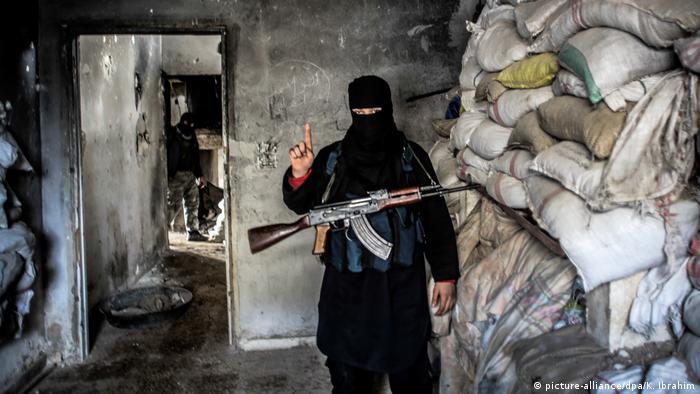 Al-Qaida Kämpfer in Aleppo (picture-alliance/dpa/K. Ibrahim)