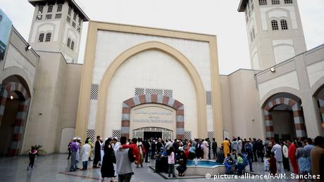 Argentinien Buenos Aires - Muslime beten am Islamic Cultural Center (picture-alliance/AA/M. Sanchez)