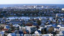 Stadtsee Tjoernin und Innenstadt, gesehen von der Hallgrimskirkja, Island, Reykjavik   Tjoernin lake, view from Hallgrimskirkja, Iceland, Reykjavik   Verwendung weltweit