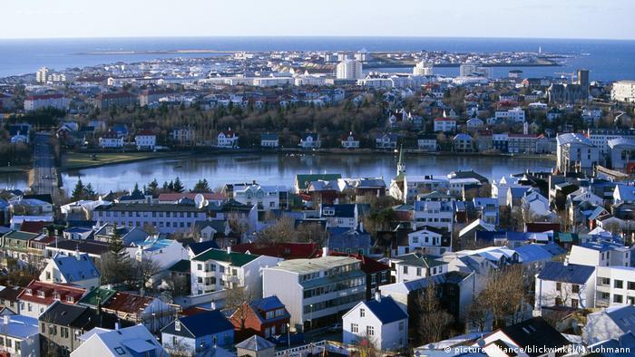 Island - Stadtsee Stadtsee Tjoernin und Innenstadt (picture-alliance/blickwinkel/M. Lohmann)