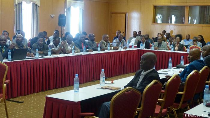 Mozambik Treffen von Zivilgesellschaft und Politikern zur Dezentralisierung der Regierung