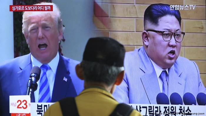 Jika Dipojokkan′, Korea Utara Ancam Batalkan Pertemuan dengan Trump ... Deutsche Welle Südkorea TV Donald Trump, Kim Jong Un (picture-alliance/AP Photo/