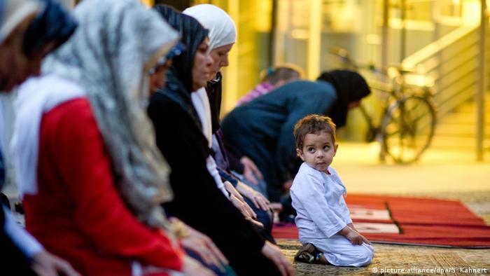 Deutschland Muslime Kinder Fastenmonat Ramadan (picture-alliance/dpa/S. Kahnert)