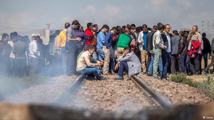 کارگران هپکو برای سومین روز متوالی راهآهن شمال به جنوب را مسدود کردند. عملی نشدن وعدههای مسئولان دلیل اعتراض آنهاست