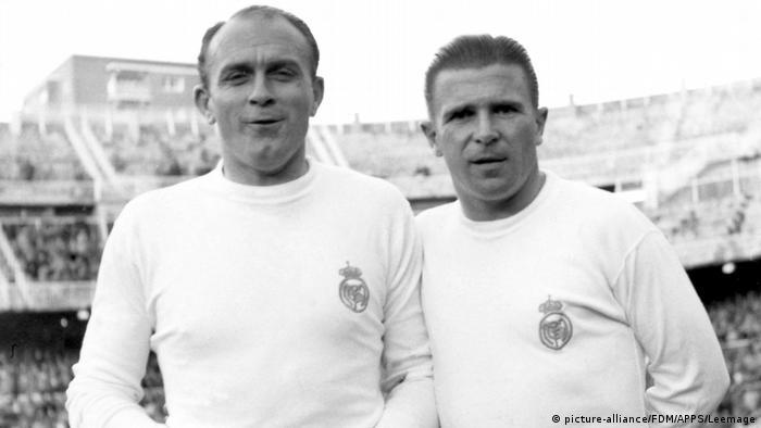 Alfredo Di Stefano (izq.) y Ferenc Puskas en los años 60.
