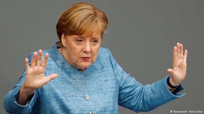 Deutschland Bundestag Angela Merkel (Reuters/H. Hanschke)