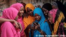 Kenia Symbolbild Smartphones