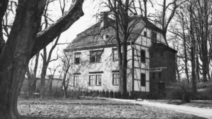Zdjęcie domu internowania Piłsudskiego w warszawskich Łazienkach