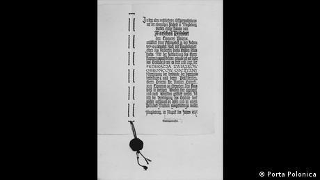 W 1937 roku tym dokumentem przekazano na ręce Federacji Związków Obrońców Ojczyzny dom, w którym więziony był Józef Piłsudski na terenie cytadeli w Magdeburgu. Dom z Magdeburga stanął na terenie parku belwederskiego w Warszawie.