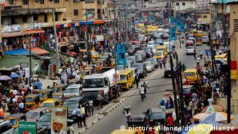 Улица в Лагосе - столице Нигерии