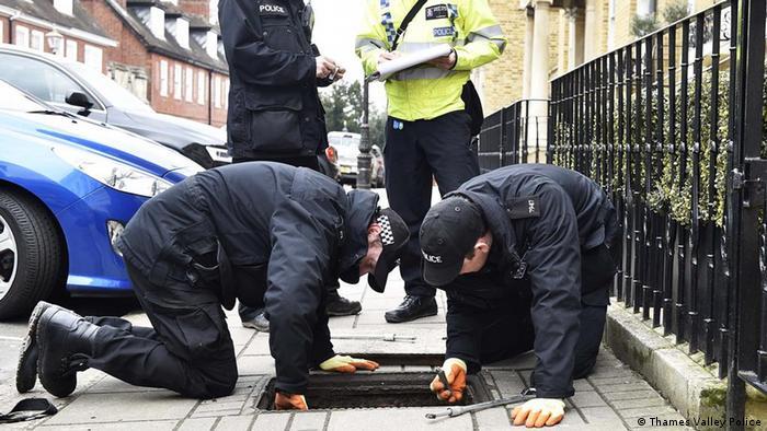 Großbritannien Windsor Polizei prüft Kanaldeckel
