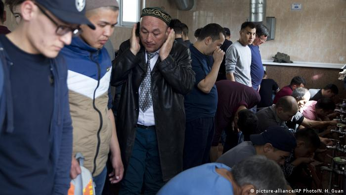 Kasachstan Muslimische Camps in China (picture-alliance/AP Photo/N. H. Guan)
