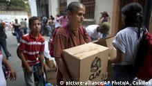 Venezuela Caracas Lebensmittelausgabe