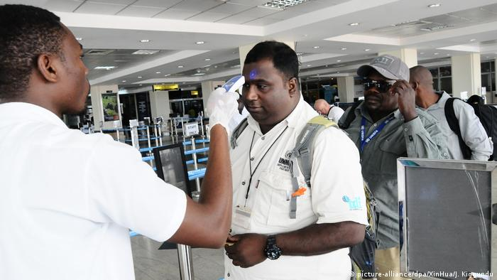 The temperature of travellers is checked at the border between Uganda and DRC